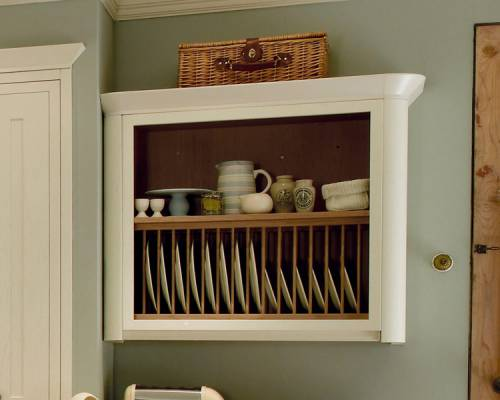Wall plate rack with curved gable end
